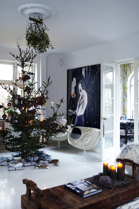 Christmas tree white living room