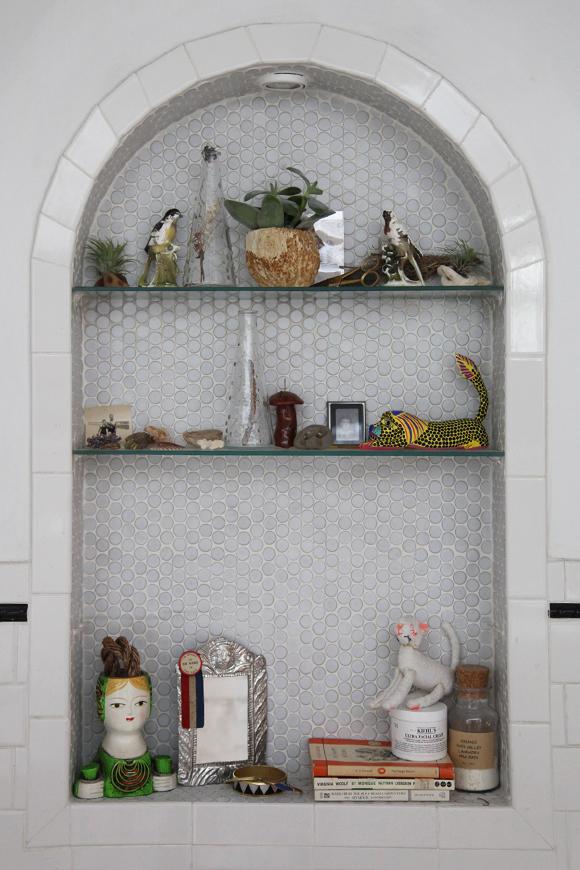 bathroom-alcove-shelves