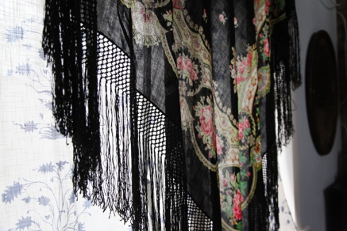 printed-fringe-shawl-curtain