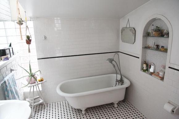 vintage-white-tiled-bathroom