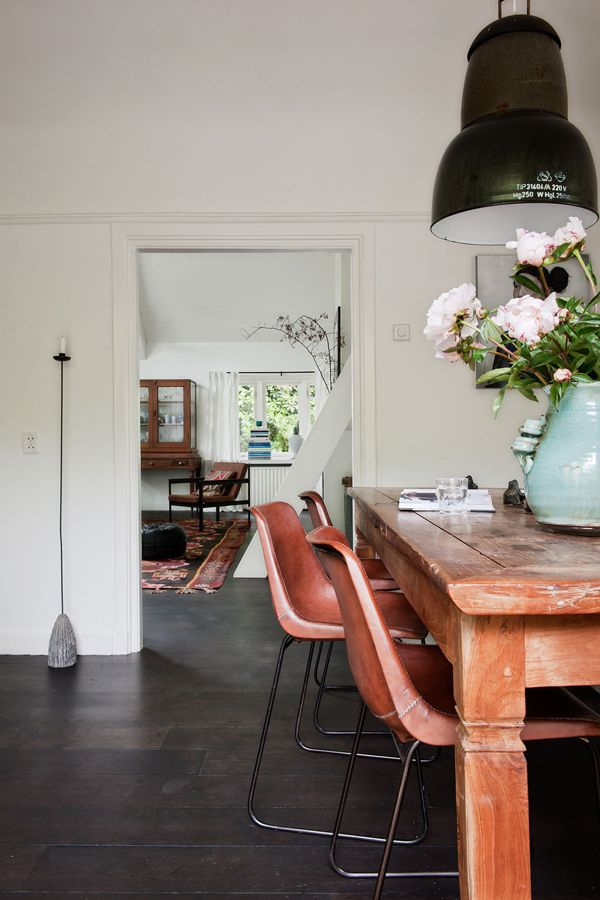 dining room with industrial light VT wonen