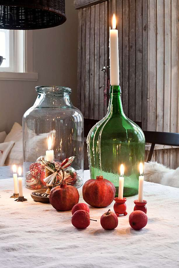 Christmas table decor with natural touches