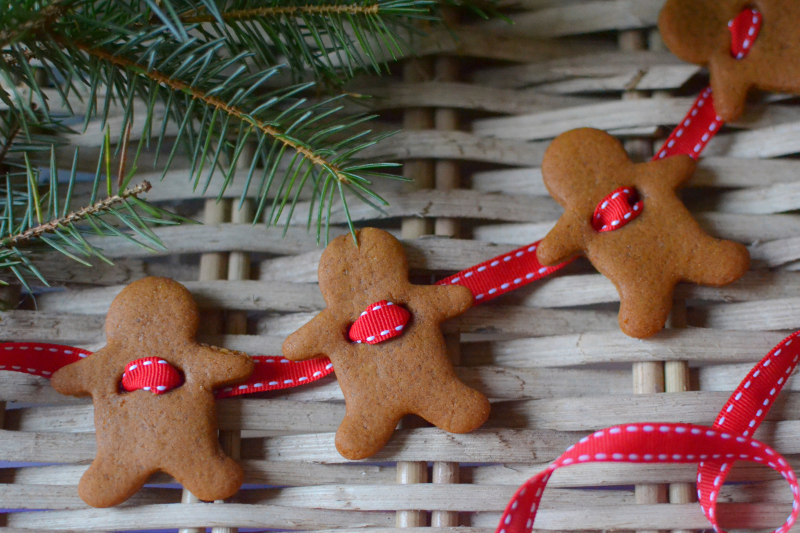 Decorator's Notebook gingerbread garland