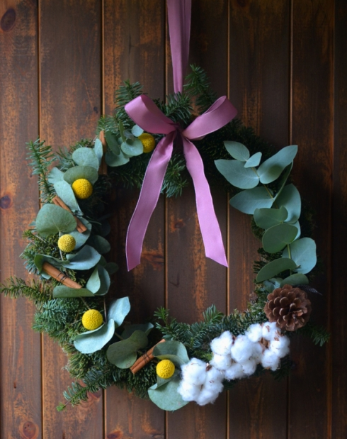 Homemade Christmas wreath with eucalyptus DIY