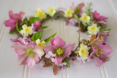 How to make a spring flower crown from garden flowers - DIY - Decorator's Notebook blog