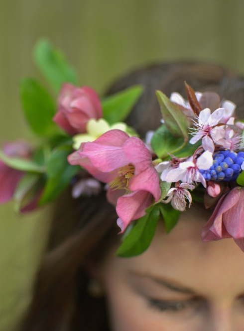 How to make a spring flower crown - step by step at Decorator's Notebook
