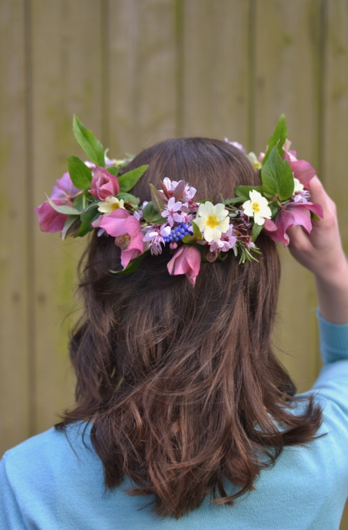 Simple garden flower crown - DIY - Decorator's Notebook blog